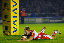 Gloucester Inside Centre (#12) Billy Twelvetrees scores a late try during the second half of the match - Photo mandatory by-line: Rogan Thomson/JMP - Tel: Mobile: 07966 386802 03/11/2012 - SPORT - RUGBY - Twickenham Stoop - London. Harlequins v Gloucester - Aviva Premiership