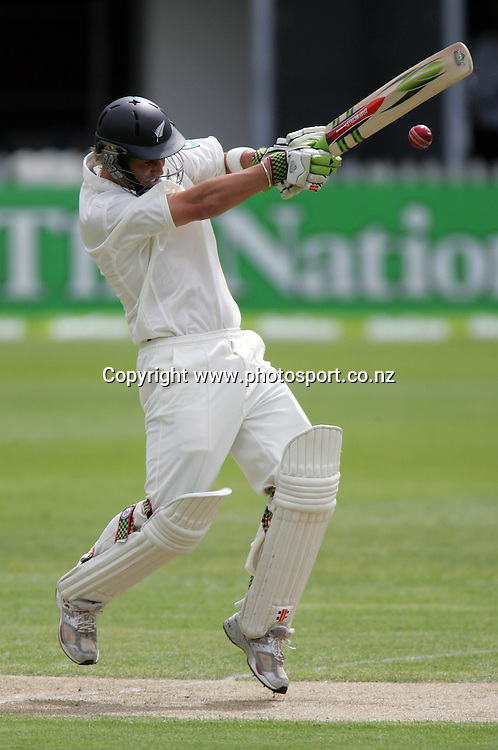 Black Caps batsman Mathew Sinclair pulls on day one of the first cricket test match between the New Zealand Black Caps and Sri Lanka at Jade Stadium, Christchurch, New Zealand on Thursday 7 December 2006. Photo: Andrew Cornaga/PHOTOSPORT<br /> <br /> <br /> <br /> 071206