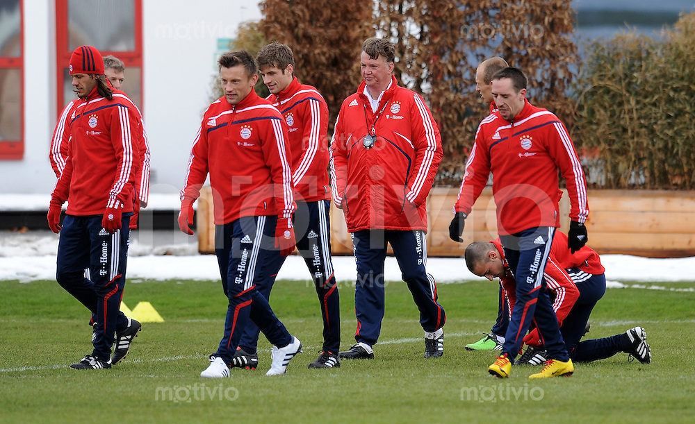 Fussball 1. Bundesliga :  Saison   2009/2010   03.02.2010 Training beim FC Bayern Muenchen Ivica Olic  , Thomas Mueller , Trainer Louis van Gaal , Franck Ribery (v.li., FCB)