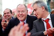 Frankfurt am Main | 21.09.2013<br /> <br /> Endspurt-Kundgebung auf dem Frankfurter R&ouml;merberg zum Landtagswahlkampf der SPD (Sozialdemokratische Partei Deutschlands) 2013, hier: <br /> Ralf Heider, Peer Steinbr&uuml;ck, Peter Feldmann.<br /> <br /> ABDRUCK/NUTZUNG HONORARPFLICHTIG!<br /> <br /> &copy;peter-juelich.com<br /> <br /> [No Model Release | No Property Release]