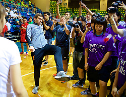HONG KONG, CHINA - Tuesday, July 18, 2017: Liverpool's Jon Flanagan tries a local keepy-up craze during a Premier League skills kids event at the Macpherson Stadium ahead of the Premier League Asia Trophy 2017. (Pic by David Rawcliffe/Propaganda)