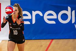 02-02-2019 NED: Regio Zwolle Volleybal - Sliedrecht Sport, Zwolle<br /> Round 16 of Eredivisie volleyball - Sliedrecht win the match 3-2 / Manon Zeeboer #10 of Zwolle