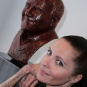 NLD/Amsterdam/20120419 - Onthulling beeld Johnny Kraaijkamp Sr., Sanne kraaijkamp met het bronzen beeld van haar vader