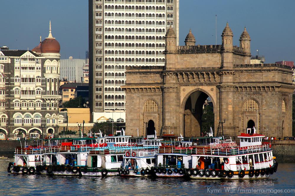 Asia, India, Mumbai. Gateway of India and Taj Mahal Hotel, Mumbai.