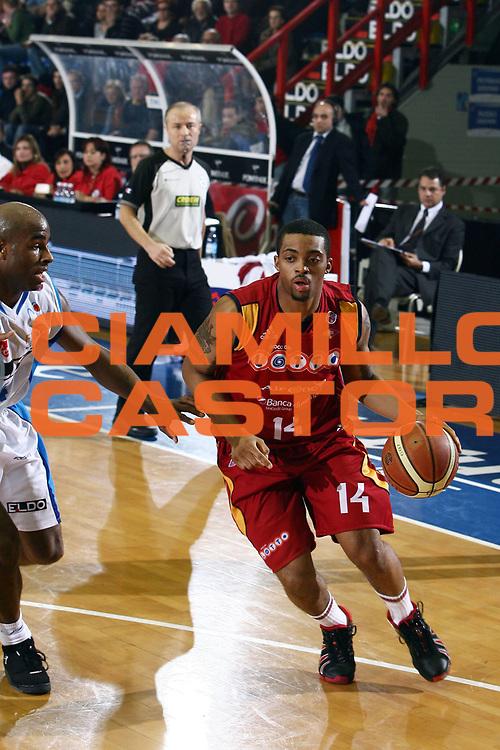 DESCRIZIONE : Napoli Lega A1 2007-08 Eldo Napoli Lottomatica Virtus Roma <br /> GIOCATORE : Allan Ray<br /> SQUADRA : Lottomatica Virtus Roma<br /> EVENTO : Campionato Lega A1 2007-2008<br /> GARA : Eldo Napoli Lottomatica Virtus Roma<br /> DATA : 20/01/2008<br /> CATEGORIA : Palleggio<br /> SPORT : Pallacanestro <br /> AUTORE : Agenzia Ciamillo-Castoria/E. Castoria