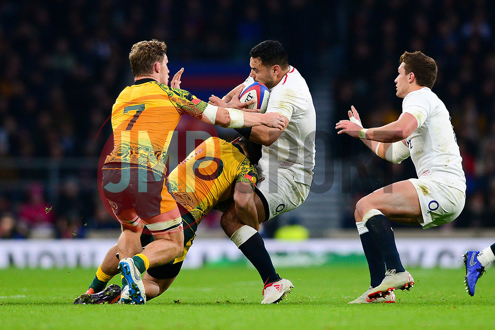 Ben Te'o of England is challenged by Matt To'omua of Australia - Mandatory by-line: Dougie Allward/JMP - 24/11/2018 - RUGBY - Twickenham Stadium - London, England - England v Australia - Quilter Internationals
