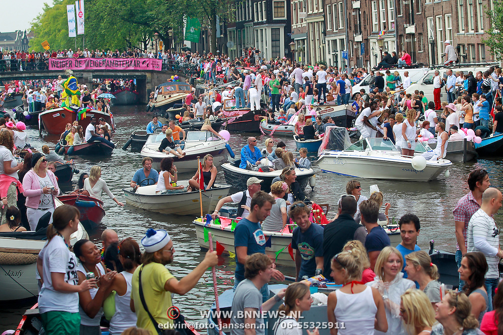 NLD/Amsterdam/20110806 - Canalpride Gaypride 2011, overziht boten