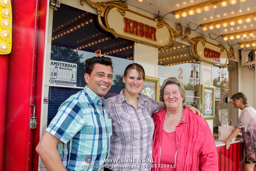 NLD/Amsterdam/20120813 - Premiere Sensations van Circus Herman Renz, Sjoukje Dijkstra en dochter