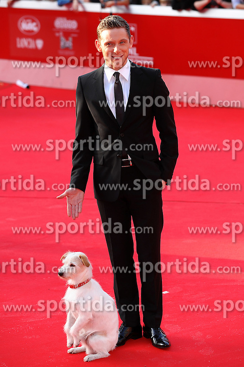 28.10.2011, Auditorium Parco Della Musica, Rom, ITA, Interationales Filfestival Rom 2011, im Bild Jamie BELL und der Hund Milou mit dem Film, Die Abeteuer von Tin Tin // Actor Jamie Bell and the dog Milou during Photocall for the Film 'The Adventures of Tin Tin: the Secret of the Unicorn ' at International Rome Film Festival at Auditorium Parco Della Musica, Rome, Italy on 28/10/2011. EXPA Pictures © 2011, PhotoCredit: EXPA/ InsideFoto/ Andrea Staccioli +++++ ATTENTION - FOR AUSTRIA/(AUT), SLOVENIA/(SLO), SERBIA/(SRB), CROATIA/(CRO), SWISS/(SUI) and SWEDEN/(SWE) CLIENT ONLY +++++