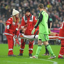 01-12-2012 VOETBAL: FC BAYERN MUNCHEN - BORUSSIA DORTMUND: MUNCHEN<br /> Holger BADSTUBER (FC Bayern Muenchen) muss ausgewechselt werden<br /> ***NETHERLANDS ONLY***<br /> ©2012-FotoHoogendoorn.nl
