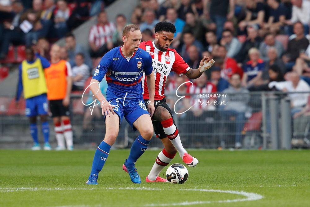 09-04-2017 VOETBAL:PSV-WILLEM II:EINDHOVEN<br /> Jurgen Locadia van PSV in duel met Elmo Lieftink van Willem II <br /> <br /> Foto: Geert van Erven