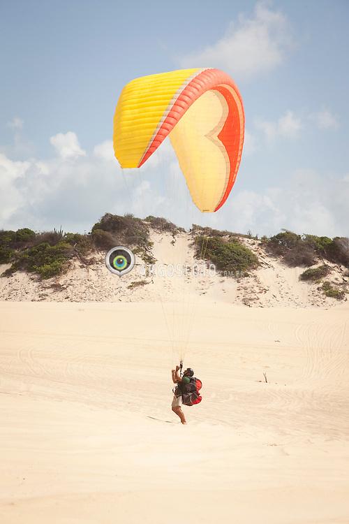 Parapente nas Dunas de Natal / Praglider in Natal Dunes. Rio grande do Norte, Brasil - 2013