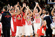 DESCRIZIONE : Milano Euroleague 2015-16 EA7 Emporio Armani Milano - Olympiacos Piraeus<br /> GIOCATORE : team<br /> CATEGORIA : esultanza postgame<br /> SQUADRA : Olympiacos Piraeus<br /> EVENTO : Euroleague 2015-2016<br /> GARA : EA7 Emporio Armani Milano - Olympiacos Piraeus<br /> DATA : 30/10/2015<br /> SPORT : Pallacanestro<br /> AUTORE : Agenzia Ciamillo-Castoria/Max.Ceretti<br /> Galleria : Euroleague 2015-2016 <br /> Fotonotizia: Milano Euroleague 2015-16 EA7 Emporio Armani Milano - Olympiacos Piraeus