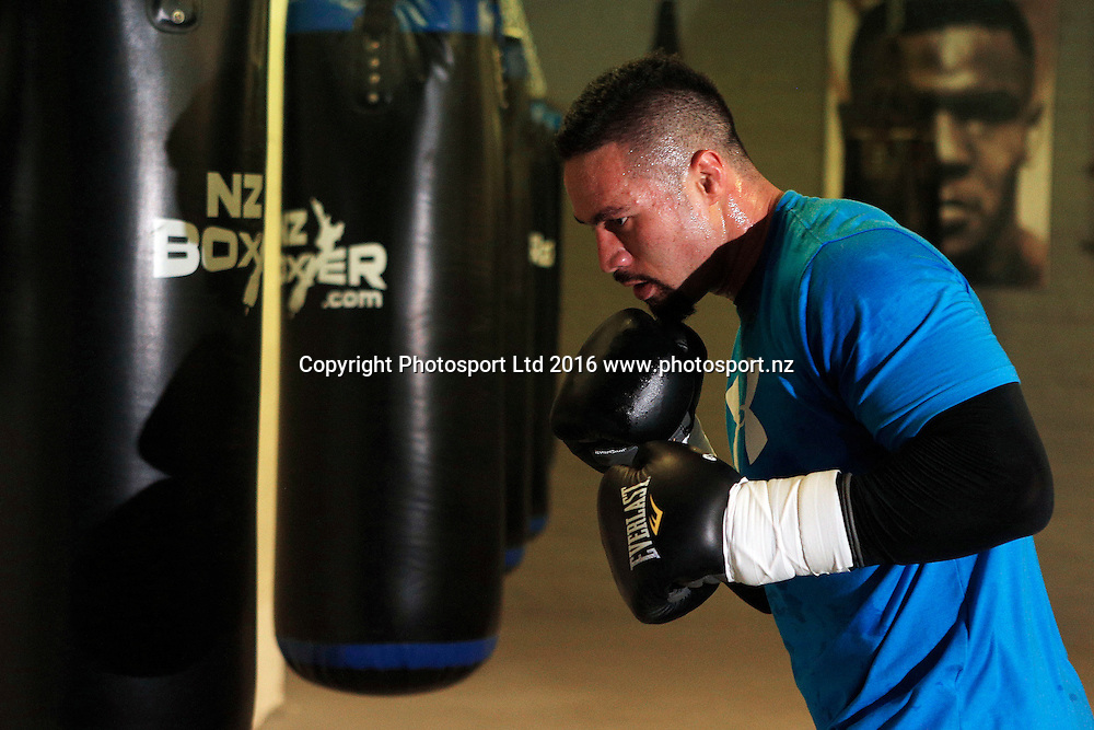 Heavyweight boxer Joseph Parker during a training session with trainer Kevin Barry before his WBO title bout with Andy Ruiz. Wreck Room Gym, Auckland. New Zealand. 28 November 2016. Copyright Image: William Booth / www.photosport.nz