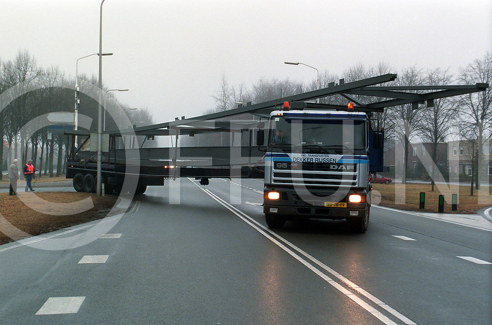 012997 lemelerveld ned.transport nijl naar gamma zwolle via provinciale weg raalte foto bij oprit lemelerveld...foto frank uijlenbroek©1997