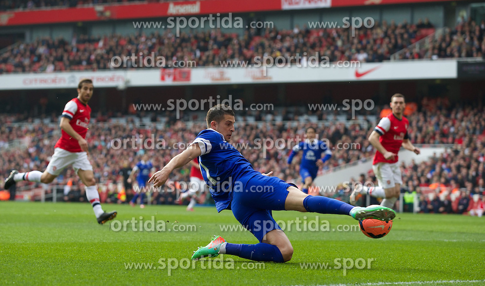 08.03.2014, Emirates Stadium, London, ENG, FA Cup, FC Arsenal vs FC Everton, Viertel Finale, im Bild Everton's Kevin Mirallas, action against Arsenal // during the English FA Cup quater final match between Arsenal FC and Everton FC at the Emirates Stadium in London, Great Britain on 2014/03/08. EXPA Pictures &copy; 2014, PhotoCredit: EXPA/ Propagandaphoto/ David Rawcliffe<br /> <br /> *****ATTENTION - OUT of ENG, GBR*****