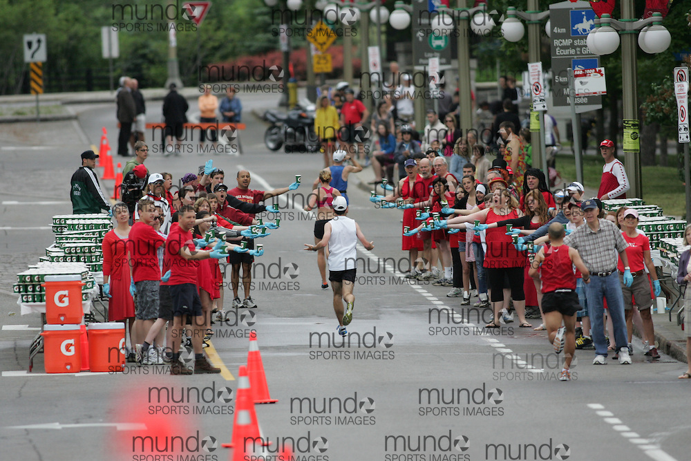 (Ottawa, ON --- May 30, 2010) Runner make their way through a water station in the first half of the 2010 Ottawa marathon duringduring the Ottawa Race Weekend. Photograph copyright Sean Burges / Mundo Sport Images