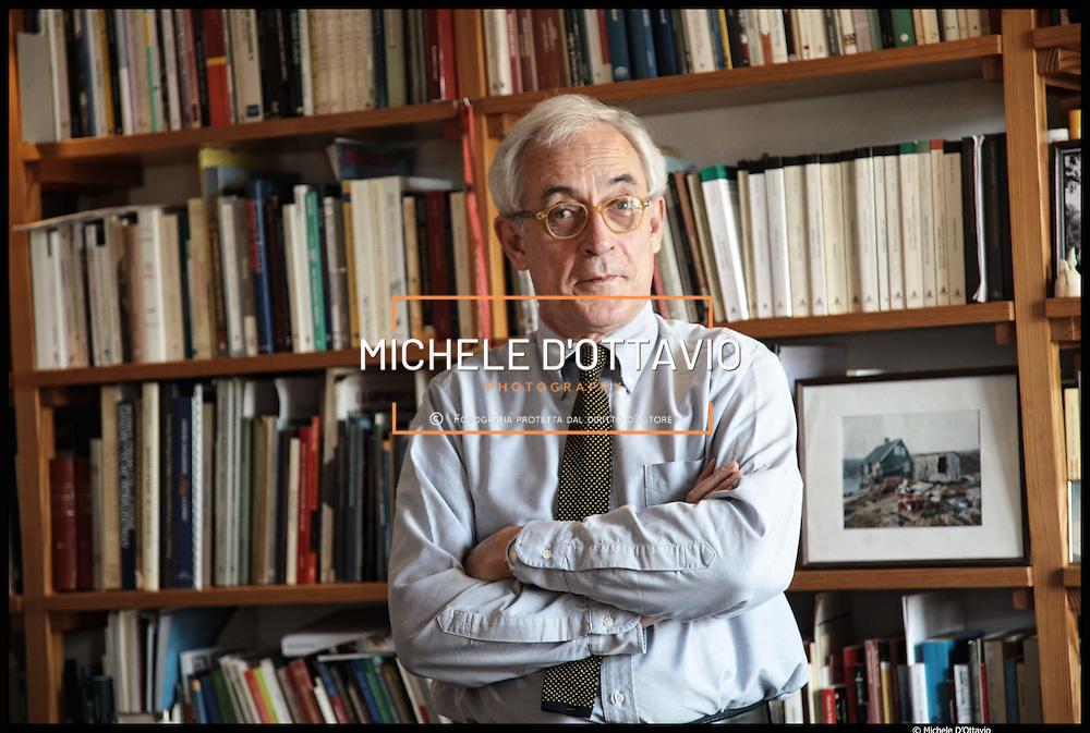 Daniele Jalla, dirigente del settore musei del Comune di Torino, ritratto nello studio della sua abitazione torinese.