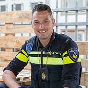 NLD/Amsterdam/20190613 - Inloop uitreiking De Beste Social Awards 2019, politiehond Bumnper met zijn baas Stephan