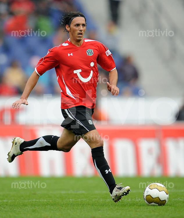 Fussball   INTERNATIONALES TESTSPIEL   SAISON 2008/2009       Hannover 96 - FC Porto                            18.07.2008 Sergio PINTO (Hannover 96) Einzelaktion am Ball