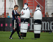 Bayern Munich goalkeeper Hans Jörg Butt (lines up his defensive wall during training, Munich, Germany, 12th August 2009.