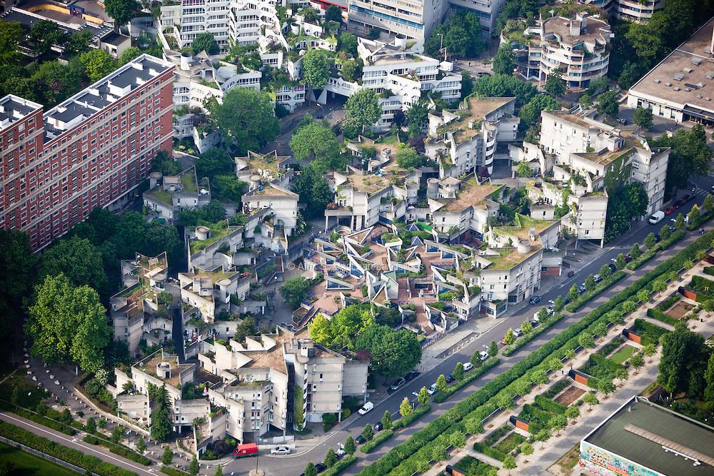 Ivry-sur-Seine, département du Val-de-Marne (94), centre-ville, street front.