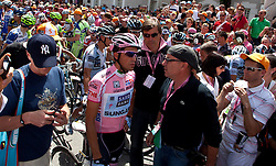 21.05.2011, Hauptplatz Lienz, AUT, Giro d´ Italia 2011, 14. Etappe, Lienz - Monte Zoncolan, im Bild Medienrummel um Alberto Contador (ESP) Saxo Bank Sungard // during the Giro d´ Italia 2011, Stage 14, Lienz - Monte Zoncolan,Austria, 2011-05-21, EXPA Pictures © 2011, PhotoCredit: EXPA/ J. Feichter