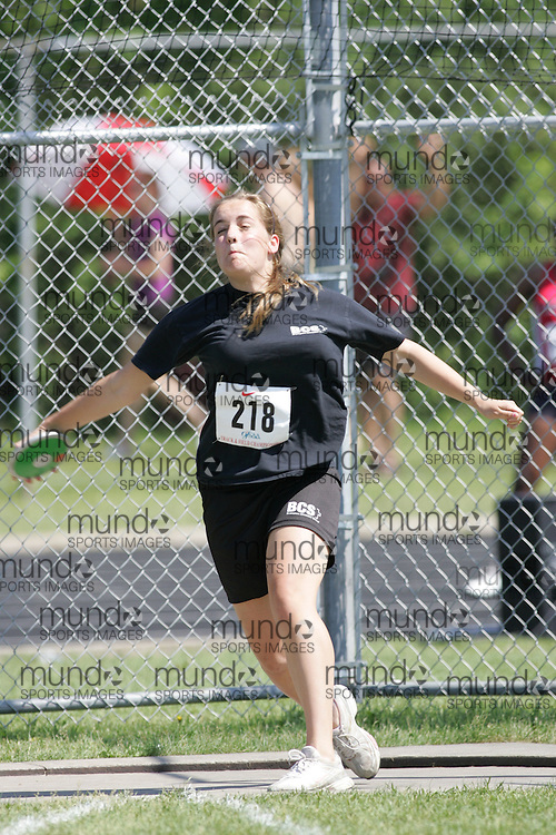 Hamilton, Ontario ---06/06/08--- \o\ competes in the junior girls discus at the 2008 OFSAA Track and Field meet in Hamilton, Ontario..SEAN BURGES