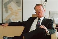 13 JAN 2000, BERLIN/GERMANY:<br /> Hans-Olaf Henkel, Präsident des Bundesverbandes der Deutschen Industrie, BDI, während einem Interview in seinem Büro<br /> Hans-Olaf Henkel, President of the Federalassociation of the German Industrie, during an interview, in his office<br /> IMAGE: 20000113-01/01-16