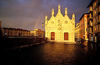 Italie - Toscane - Pise - Chapelle sur les rives de l'Arno - Ciel d'orage