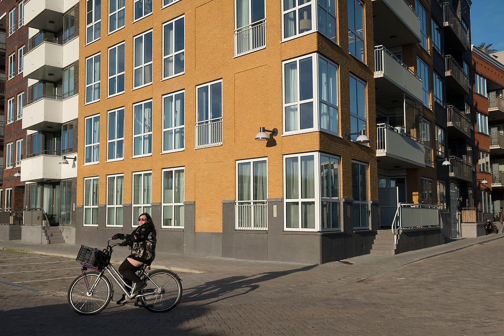 Nederland, Diemen, 20180206<br /> Nieuwbouwlokatie Holland Park in Diemen. Voorheen een kantorenwijk. Kantoren zijn gesloopt en nu zijn er woningen gebouwd.<br /> <br /> Foto: (c)Michiel Wijnbergh