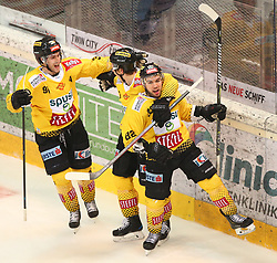 13.03.2019, Albert Schultz Halle, Wien, AUT, EBEL, Vienna Capitals vs HC Orli Znojmo, Viertelfinale, 1. Spiel, im Bild v.l. Torjubel Taylor Vause (spusu Vienna Capitals), Emil Romig (spusu Vienna Capitals) und des Torschuetzen zum 2:0 Chris Desousa (spusu Vienna Capitals) // during the Erste Bank Icehockey 1st quarterfinal match between Vienna Capitals and HC Orli Znojmo at the Albert Schultz Halle in Wien, Austria on 2019/03/13. EXPA Pictures © 2019, PhotoCredit: EXPA/ Roland Hackl