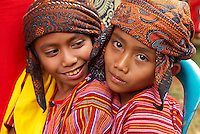 Indonesie. Sulawesi (Célèbes). Pays Toraja, Tana Toraja. Cérémonie funéraire. Enfant Toraja en costume de cérémonie. // Indonesia. Sulawesi (Celebes Island). Tana Toraja. Toraja funeral ceremony. Torajan children with traditional dress.