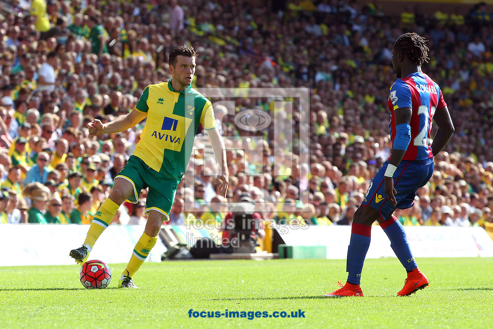 Jonny Howson of Norwich and Pape Souare of Crystal Palace in action during the Barclays Premier League match at Carrow Road, Norwich<br /> Picture by Paul Chesterton/Focus Images Ltd +44 7904 640267<br /> 08/08/2015