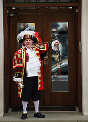 © London News Pictures. 02/05/2015. Town crier Tony Appleton announce the birth of the Princess of Cambridge outside the Lindo Wing of St Mary's hospital in London. Photo credit: Ben Cawthra /LNP