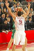 DESCRIZIONE FOTO: ROMA CAMPIONATO ITALIANO LEGA A1 2004-2005<br />GIOCATORE : RIGHETTI<br />SQUADRA : LOTTOMATICA VIRTUS ROMA<br />EVENTO : CAMPIONATO ITALIANO LEGA A1 2004-2005<br />GARA : LOTTOMATICA VIRTUS ROMA-MONTEPASCHI SIENA<br />DATA : 27/10/2004<br />CATEGORIA DELLA FOTO : <br />CATEGORIA SPORT : PALLACANESTRO-BASKETBALL<br />AUTORE : AGENZIA CIAMILLO & CASTORIA