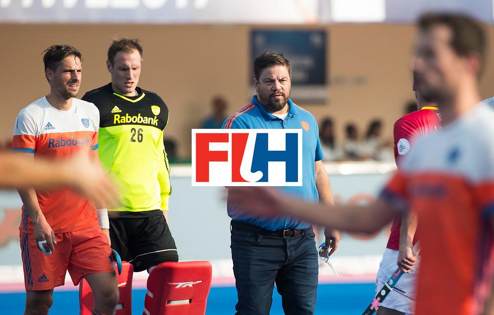 BHUBANESWAR - bondscoach Max Caldas (Ned) met links Bjorn Kellerman (Ned) en keeper Pirmin Blaak (Ned) na de Hockey World League Final wedstrijd Nederland-Spanje (2-3).  COPYRIGHT  KOEN SUYK
