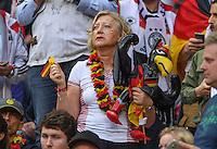 FUSSBALL EURO 2016 GRUPPE C IN PARIS Deutschland - Polen    16.06.2016 Ein Fan aus Deutschland wartet alles auf: Gummiadler, Rassel, Schwarz-Rot-Gold Halsband und Deutschlandfahne im Gesicht