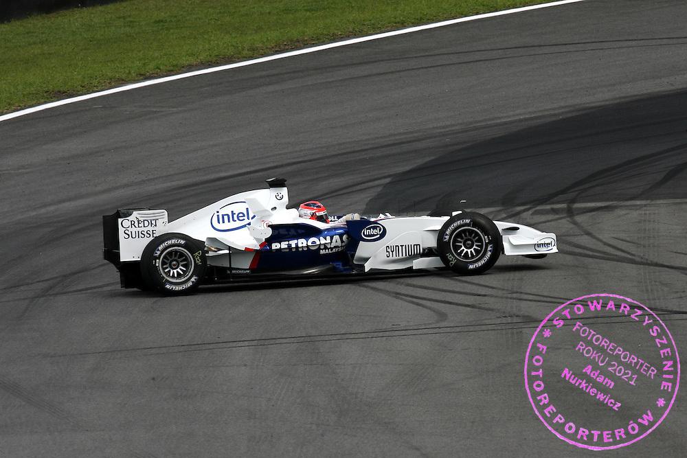 20.10.2006 Sao Paulo, Brazil, ..Robert Kubica (POL), BMW Sauber F1 Team, F1.06, spins - Formula 1 World Championship, Rd 18, Brazilian Grand Prix, Friday Practice..FOT. XPB.CC / WROFOTO..*** POLAND ONLY !!! ***