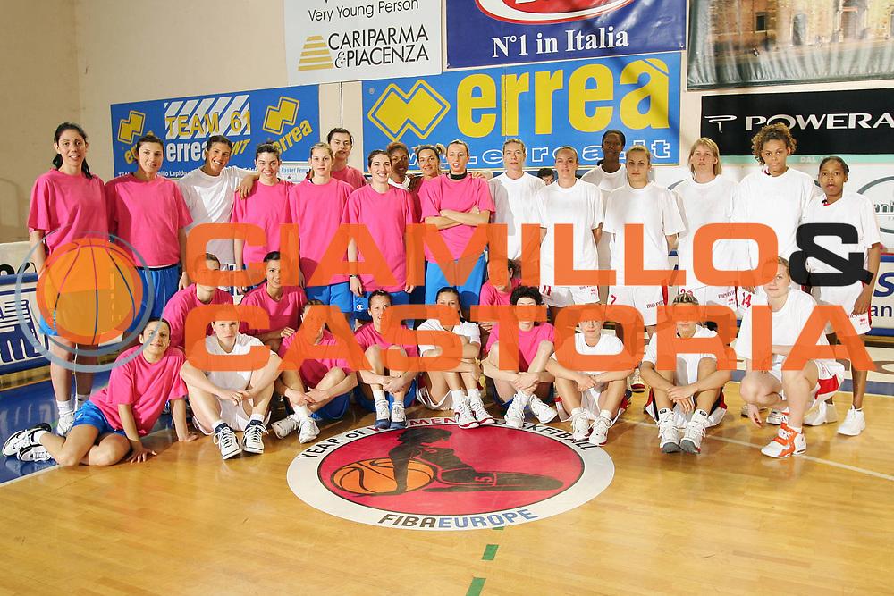 DESCRIZIONE : Parma Lega A1 Femminile 2005-06 All Star Game Italia Selezione Straniere <br /> GIOCATORE : Team Italia Team Selezione Straniere <br /> SQUADRA : Selezione Straniere <br /> EVENTO : Campionato Lega Femminile A1 2005-2006 All Star Game <br /> GARA : Italia Selezione Straniere <br /> DATA : 08/04/2006 <br /> CATEGORIA : Ritratto <br /> SPORT : Pallacanestro <br /> AUTORE : Agenzia Ciamillo-Castoria/S.Silvestri