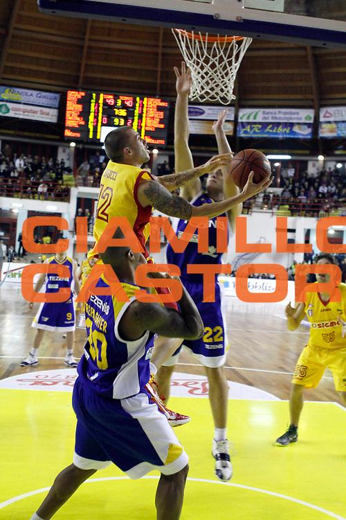 DESCRIZIONE : Barcellona Pozzo di Gotto Campionato Lega Basket A2 2010-11 Sigma Basket Barcellona Tezenis Verona<br /> GIOCATORE : Ryan Bucci<br /> SQUADRA : Sigma Basket Barcellona<br /> EVENTO : Campionato Lega Basket A2 2010-2011<br /> GARA : Sigma Basket Barcellona Tezenis Verona<br /> DATA : 12/12/2010<br /> CATEGORIA : Penetrazione Tiro<br /> SPORT : Pallacanestro <br /> AUTORE : Agenzia Ciamillo-Castoria/G.Pappalardo<br /> Galleria : Lega Basket A2 2010-2011 <br /> Fotonotizia : Barcellona Pozzo di Gotto Campionato Lega Basket A2 2010-11 Sigma Basket Barcellona Tezenis Verona<br /> Predefinita :