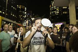 April 25, 2017 - Na foto manifestante do grupo Direita São Paulo durante protesto, na noite desta terça-feira (25), em frente à Fundação Casper Líbero, na Av. Paulista. (Credit Image: © Bruno Rocha/Fotoarena via ZUMA Press)