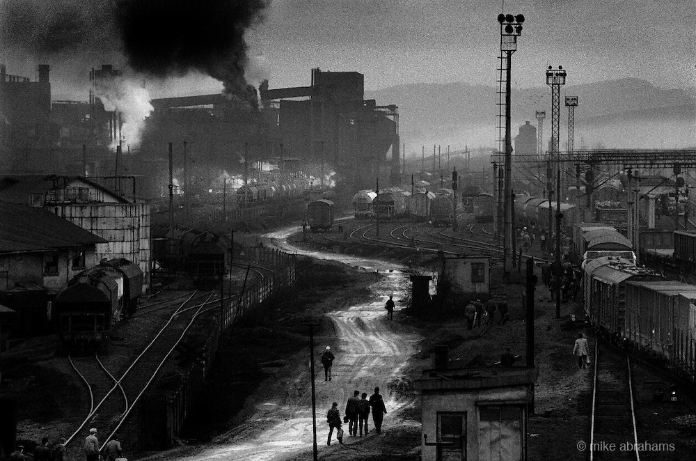 Copsa Mica, Transalvania. Pollution from the Carbosin plant covers the area in a thick layer of black dust., together with a less visible toxic waste from the neighboring lead and zinc works. Romania, Feb 1990