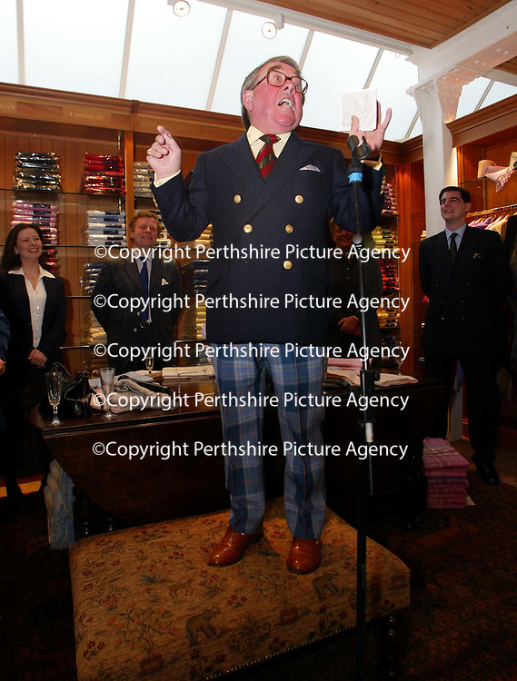 Ronnie Corbett, who officially opened the Golf St Andrews shop, a joint venture between the House of Bruar and the R&amp;A<br />
