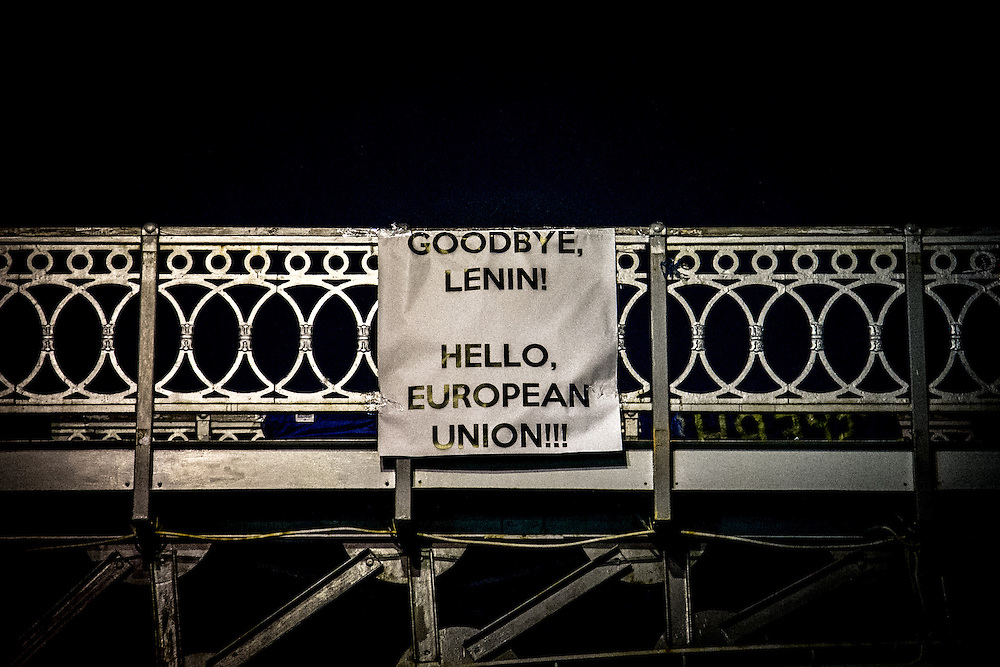 """A banner on a bridge next to the Independance Square with the inscription in english : """"Goodbye Lenin ! Hello European Union !"""""""