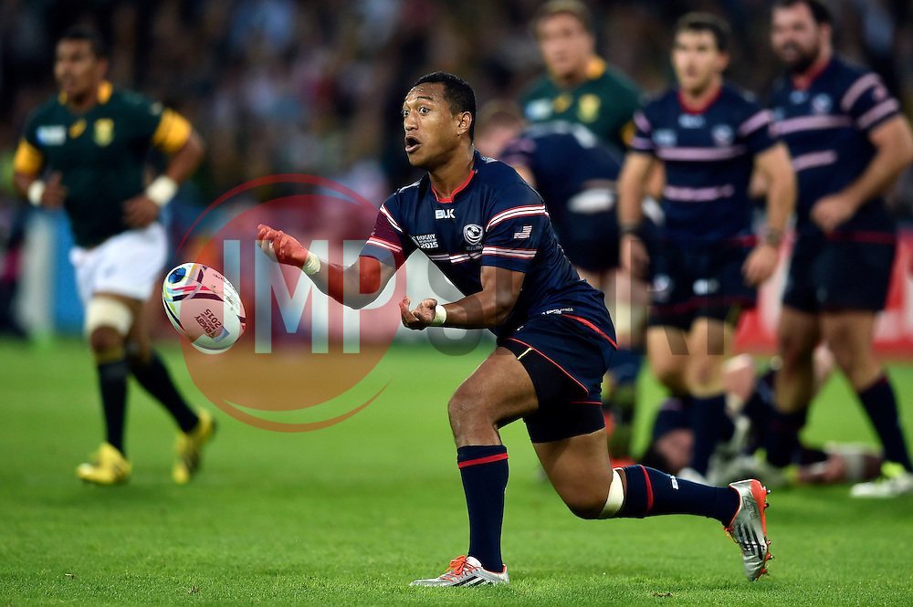 Shalom Suniula of the USA passes the ball - Mandatory byline: Patrick Khachfe/JMP - 07966 386802 - 07/10/2015 - RUGBY UNION - The Stadium, Queen Elizabeth Olympic Park - London, England - South Africa v USA - Rugby World Cup 2015 Pool B.