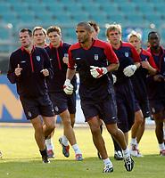 Fotball<br /> England trener foran kampen mot Polen<br /> 07.09.2004<br /> Foto: SBI/Digitalsport<br /> NORWAY ONLY<br /> <br /> England's David James (C) will hope to put his Austrian howler behind him