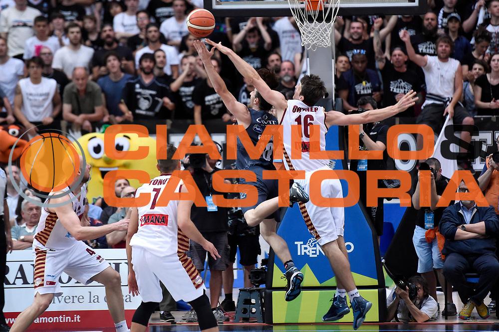 Andres Pablo Toto Forray, Benjamin Ortner<br /> Dolomiti Energia Aquila Basket Trento - Umana Reyer Venezia<br /> Lega Basket Serie A 2016/2017<br /> Playoff, finale gara 4<br /> Trento, 16/06/2017<br /> Foto M.Ceretti / Ciamillo-Castoria