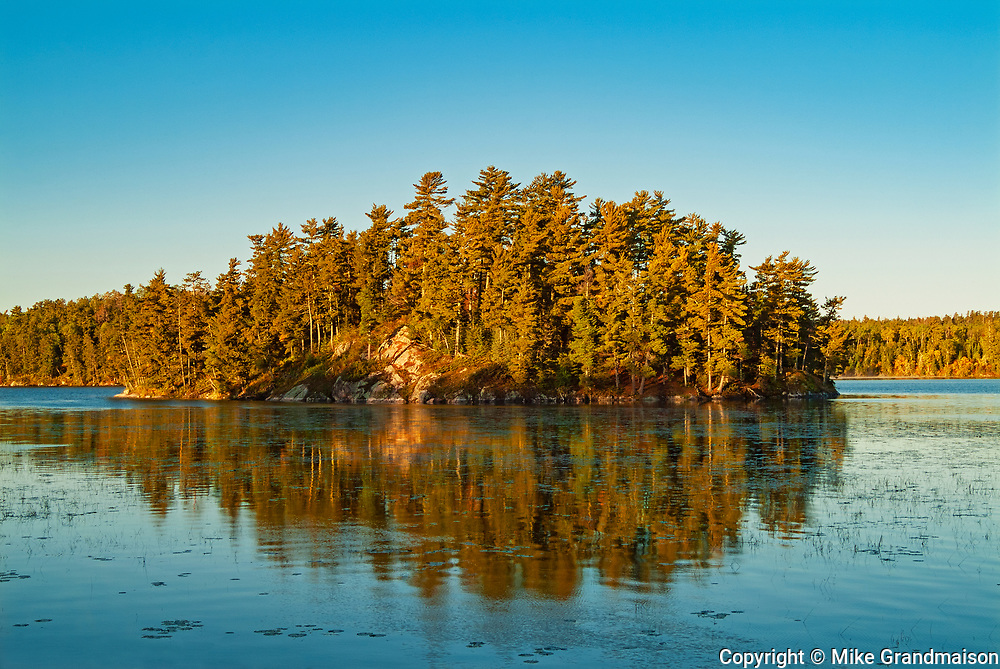 Island in Crow (Kakagi) Lake in Unorganized Kenora District and the township of Sioux Narrows-Nestor Falls<br />