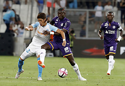 2018?8?10?.    ????????——???????????.    8?10?????????????????????????????.    ????2018-2019??????????????????????4?0??????.    ????????·????...(SP)FRNACE-PARIS-FOOTBALL-LIGUE 1-MARSEILLE VS TOULOUSE..(180810) -- MARSEILLE, Aug. 10, 2018  Hiroki Sakai (L) of Marseille vies with Ibrahim Sangare of Toulouse during their match of French Ligue 1 2018-19 season 1st round in Marseille, France on Aug. 10, 2018. Marseille won 4-0 at home.  49738 (Credit Image: © Fabien Galau/Xinhua via ZUMA Wire)